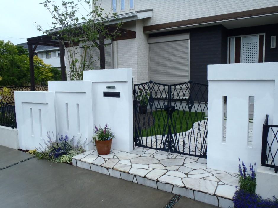 スイス漆喰 鋳物門扉