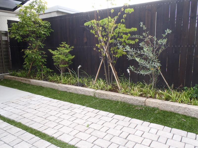 駐車場 アッピア 植栽 人工芝